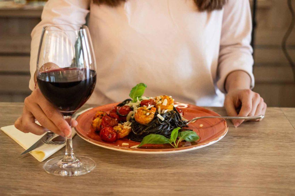 Spaghettie mit Scampi und Rot Wein im La Piazza